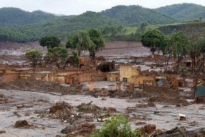 Der brasilianische Ort Bento Rodrigues im Bezirk Mariana des Bundesstaates Minas Gerais nach dem Dammbruch am 5. November 2015 © Flickr, Senado Federal