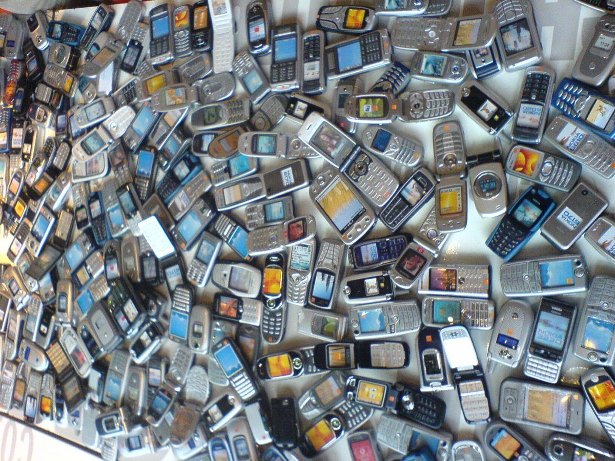 phones |  Bild: © dave patten [CC BY-NC-SA 2.0]  - flickr
