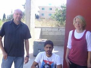 Treffen mit Adham Najdi (24 Jahre) - Opfer von Streumunition | Bildtitel muss aus Mediathek zusammengesetzt werden